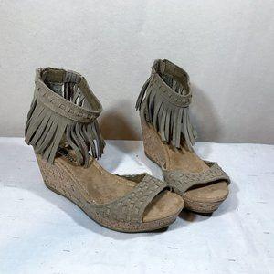 Minnetonka Fridge Sandals Size 8